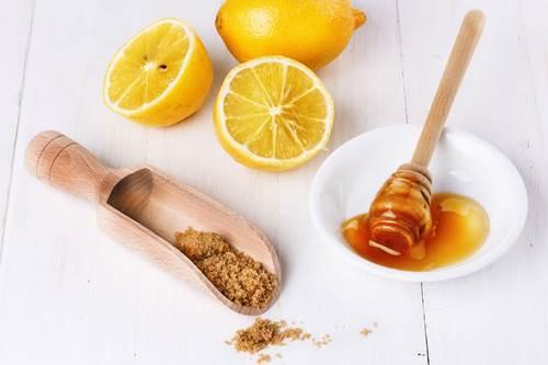 limon suyu bal ve şekerle gözenek sıkılaştırıcı