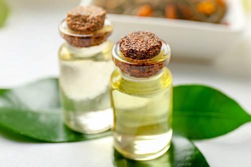 çay ağacı yağı yüz toniği ile gözenek tedavisi