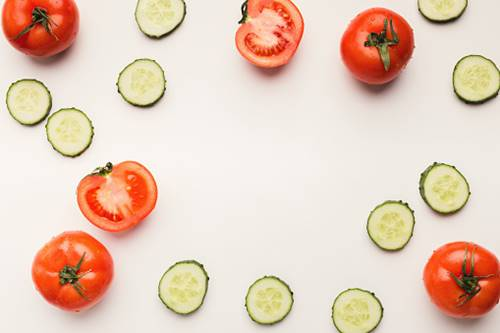 Salatalık ve domates ile doğal güzelleştirici maske