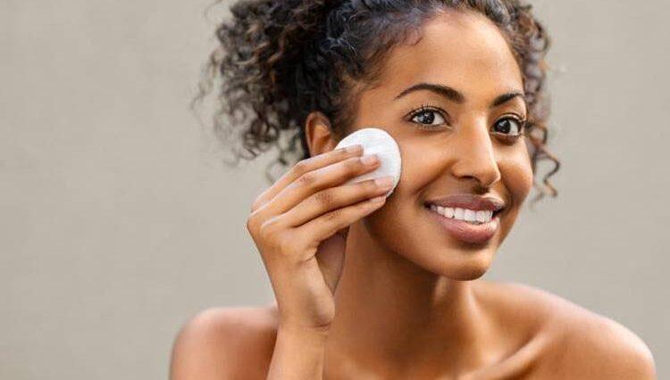gül suyu yüze nasıl uygulanır cilde faydaları nelerdir