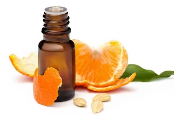cildi kuvvetlendirmek ve çatlaklar için acı portakal yağı kullanımı