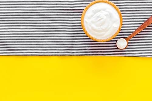 yoğur ve patates ile göz altı morlukları için maske tarifi