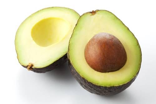 kaz ayaklarını azaltmak için avokado maskesi yapımı