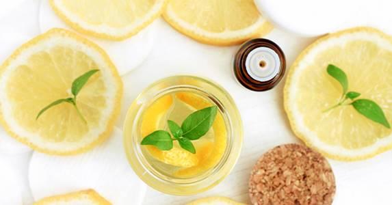 cilt rengini açmak, lekeler ve sağlık amaçlı limon yağı kullanımları