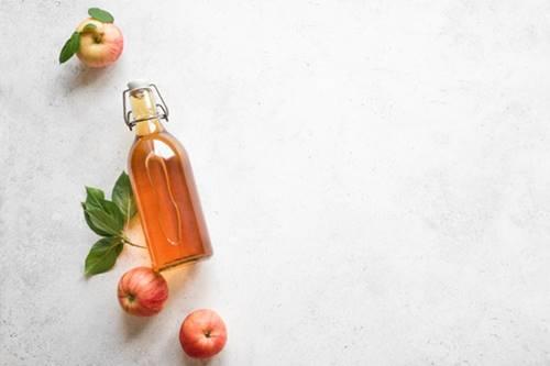 evde et benini yok etmek için doğal elma sirkesi kullanımı