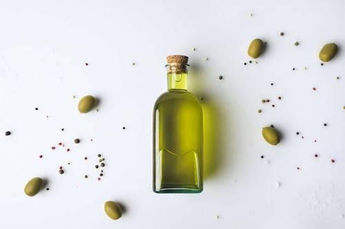 Zeytinyağı ve zeytin çekirdeği ile ölü deriyi temizleme